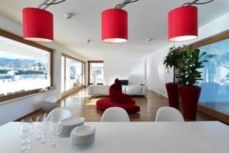 Il soggiorno della casa progettata dagli architetti Duilio Damilano e Claudia Allinio.  In primo piano