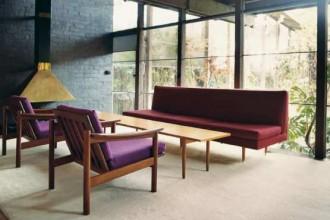 Nel soggiorno: la compostezza Anni 50 e i colori Anni 60