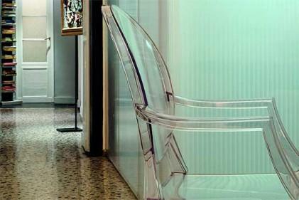 "Poltroncina ""Victoria Ghost"" di Philippe Starck per Kartell"