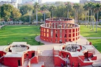 Tra il 1727 e il 1734 il Maharajah Jai Singh II di Jaipur realizzò cinque osservatori astronomici nell'India centro-occidentale. Gli osservatori