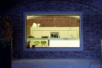 Una vista notturna della cucina
