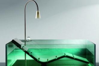 Trasparente la vasca Water Lounge di Hoesch arricchita da chaise longue