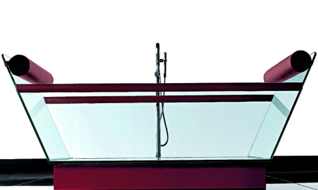Disegnata da Alessandro Lenarda la vasca da centro stanza Milo (cm 200x78x88 h)