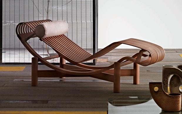 La chaise-longue Tokyo di Charlotte Perriand è un progetto del 1940 per la prima volta messa in produzione oggi da Cassina come rivisitazione in bamboo della celebre LC4. A partire da 3.285 euro