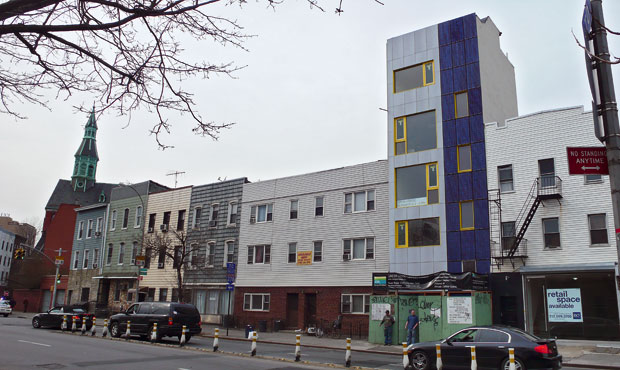La costruzione al 439 Metropolitan Avenue di Brooklin è una delle poche a New york ad avere i pannelli fotovoltaici integrati nella facciata
