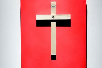 L'allestimento della mostra 'Cruciale' (fino al 12 giugno 2011) nelle suggestive sale del milanese Museo Diocesano. Foto Edoardo Valle