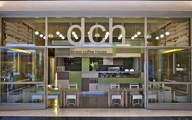 Dalla collaborazione tra lo studio p+r+v e la designer greca Bela Louloudaki è nato il nuovo Danesi Coffee House di Atene