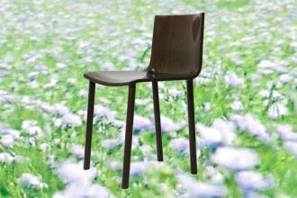 Primo piano delle sedute interamente realizzate in lino