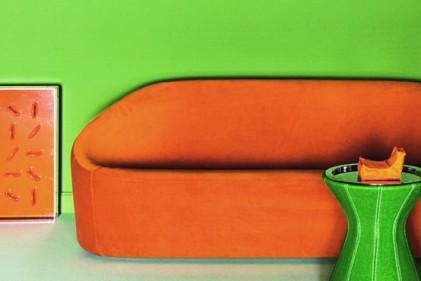Arancio intenso per il rivestimento in stoffa del divano club