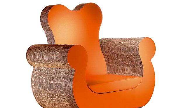 La poltrona Polly di Kubedesign è per il 70% in cartone riciclato. www.kubedesign.biz