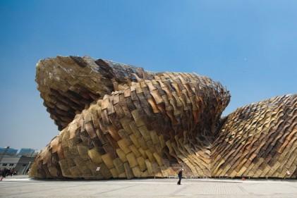 Un colpo d'occhio d'insieme del Padiglione spagnolo presente all'Expo 2010 di Shanghai. Benedetta Tagliabue
