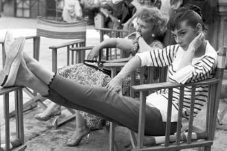 "Audrey sul set del film ""Guerra e Pace"" – 1955. Pierluigi Praturlon © Reporters Associati"
