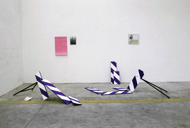 La prima installazione visibile è dell'artista Paolo Gonzato. Sullo sfondo