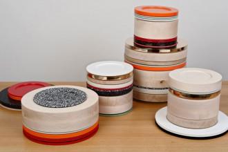Le pile della collezione tavola ColourWare non sono mai uguali: pensati per essere componibili