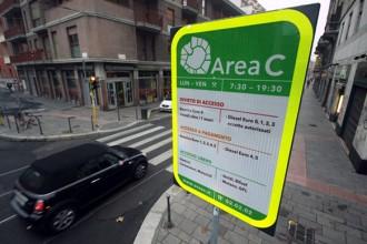 Un cartello segnala uno degli ingressi della nuova Area C