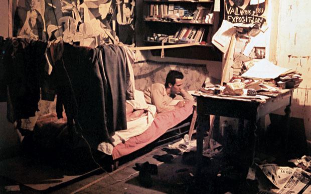 Riccardo Sschweizer ritratto nello studio che negli anni '50 la Fondazione Bevilacqua la Masa metteva a disposizione degli studenti più meritevoli dell'accademia di Belle arti di Venezia