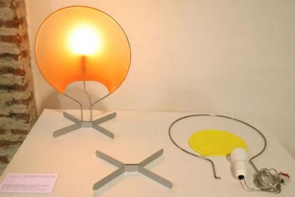 Palombella. Lampada da tavolo formata da quattro elementi separati