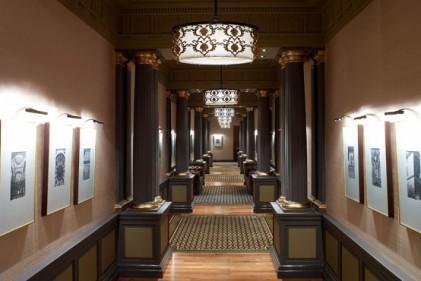 In quasi un secolo di vita lungo i grandi corridoi del Macka Palas si sono snodate storie grandi e piccole; questi spazi lunghi e dilatati sono testimoni di trasformazioni dentro e fuori l'edificio