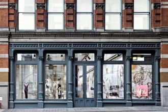 L'Epicentro newyorkese di Prada è uno dei primi esempi di architettura applicata alla moda. Dopo due anni di ricerca l'OMA