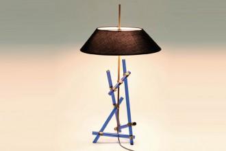 La lampada da tavolo del 1957 di Max Ingrand per FontanaArte è il pezzo più atteso dell'asta. In ottone lucidato e con bacchette in cristallo colorato