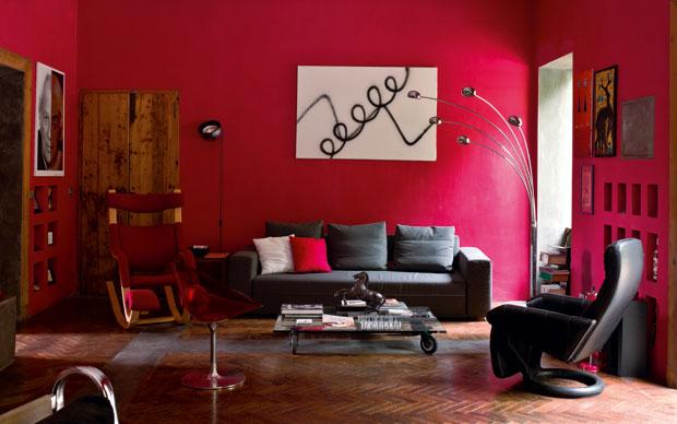 Intarsi di cromie livingcorriere for Parete rossa soggiorno