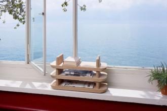 Una veduta suggestiva dalle finestre dell'iconica Villa Le Lac di Le Corbusier. In primo piano