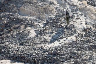 Un diario di viaggio per immagini. Il libro Desertions documenta attraverso gli scatti della fotografa Giovanna Silva il viaggio del designer italiano Enzo Mari nel deserto della California