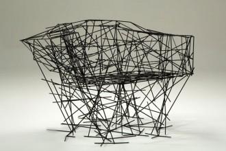 Black Iron Chair di Fernando e Humberto Campana in esposizone alla Galleria O.