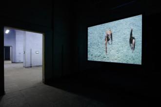 Veduta dell'installazione della mostra Rubble and Revelation di Cyprien Gaillard per la Fondazione Nicola Trussardi alla Caserma XXIV Maggio di Milano. In primo piano