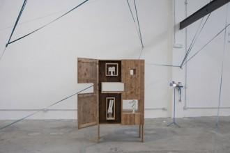 Un pezzo del poliedrico e interattivo Pallets Project della designer danese Nina Tolstrup
