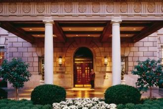 La hall del Hay-Adams hotel dove soggiorna la famiglia di Obama e il suo staff