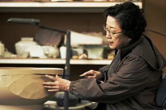 Kim Yikyung al tornio nella sua fabbrica di Paju