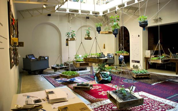 La riproduzione  dell'interno di una casa egiziana: allestimento per la mostra LIVEINSLUMS