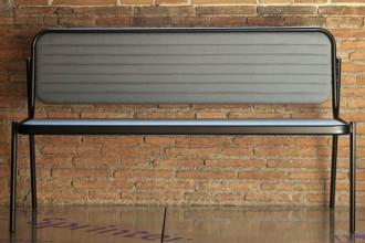 Il Progetto Sprinter di Marco Dessì trae spunto dalla classe e dall'eleganza del disegno dei sedili posteriori di una Mercedes-Benz. In alluminio e pelle. ©Alessandro Rizzi