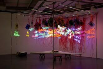 Neon. La materia luminosa dell'arte: in mostra al Macro fino al 4 novembre più di 50 artisti dagli anni '40 a oggi