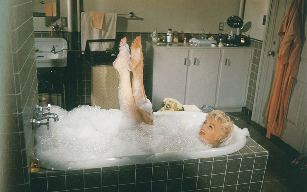 Sam Shaw: Marilyn Monroe sul set del film Quando la moglie è in vacanza. Fotografia del 1955
