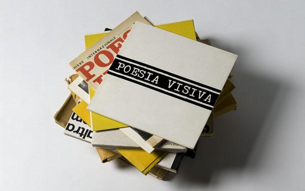 Una serie di pubblicazioni di poesia visiva da ControCorrente. Riviste e libri d'artista delle case editrici della poesia visiva italiana