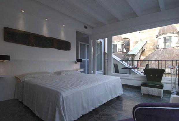 Una delle suggestive suite del Quintocanto Hotel