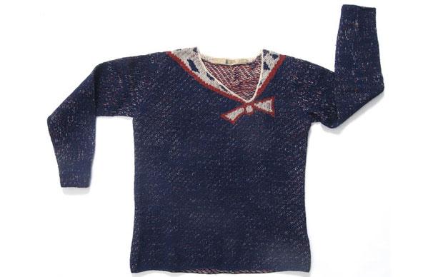 Il maglione lavorato a maglia con motivo trompe-l'œil di Elsa Schiaparelli appartiene alla collezione invernale del 1928 (Parigi). © Les Arts Décoratifs / Foto: Jean Tholance