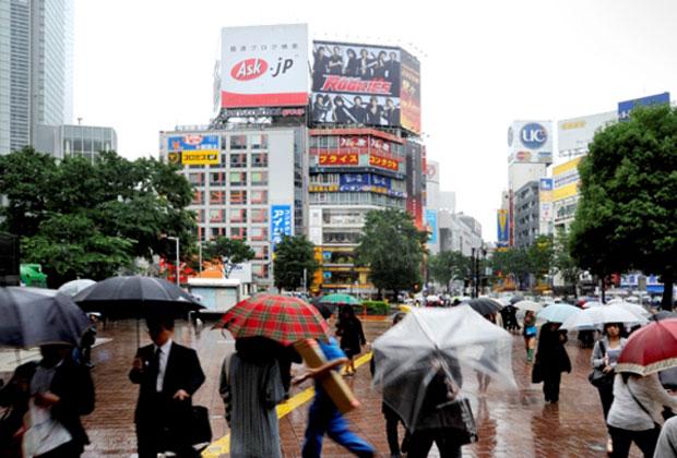 Una vivace strada di Tokyo. La città è sede del congresso internazionale di Architettura UIA. Foto Enzo Isaia