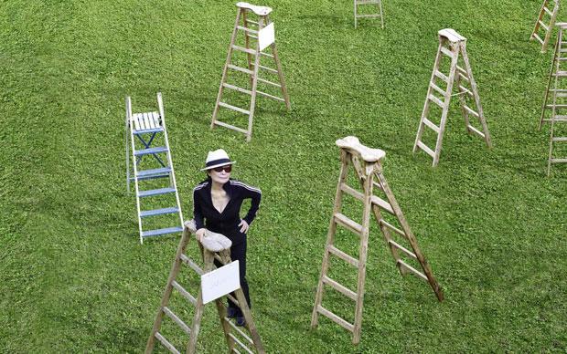 L'opera di Yoko Ono è al momento esposta in due mostre a Stoccolma  e Londra