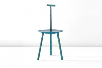 Spade Chair Bronze è uno sgabello in bronzo con speciale patina iridescente