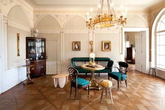Il salotto di casa Geymüllerschlössel con alcuni pezzi realizzati dai Formafantasma
