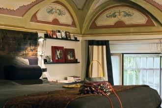 Nel SALOTTO STUDI O: tavolino-nanetto Attila di Philippe Starck per Kartell