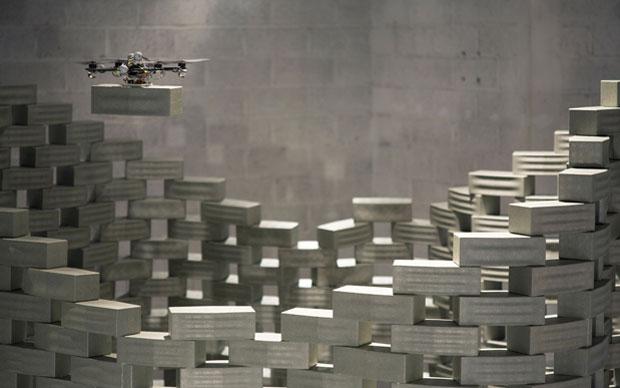 Flight Assembled Architecture: performance e mostra tenutesi dal 01.12.2011 al 26.02.2012 presso il FRAC Centre di Orléans. L'idea è quella di mostrare nello stesso tempo una città utopica