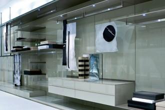 Pannelli versatili Ubik di Poliform (design CR&S) è un sistema di pannelli che rivestono le pareti