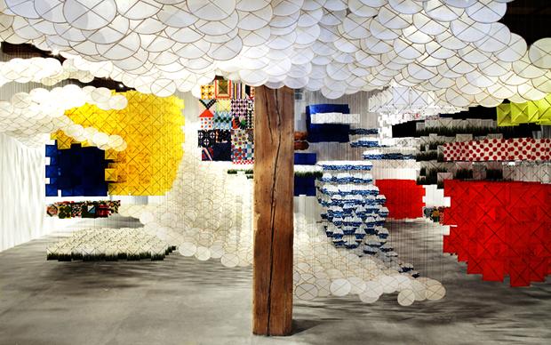 GAS GIANT è il titolo dell'installazione site specific di Jacob Hashimoto per la Biennale d'Arte2013