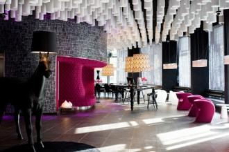 Ad accogliere gli ospiti nel Lounge Bar dell'hotel Barceló Raval