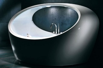 Firmata Pininfarina la vasca idromassaggio Alpha della linea Morphosis di Jacuzzi. Fruibile in coppia
