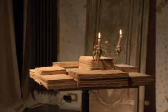 """Il primo pezzo realizzato dai James Plumb alla Galleria Rossana Orlandi. Un coffee table quadrato di 50 cm di lato intitolato """"Per  me e per pochi"""""""